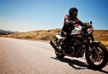 motociclista dimentica moglie