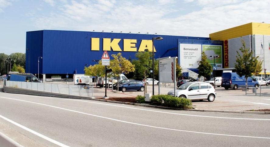 Va all 39 ikea parcheggia e si lancia nel vuoto muore a 60 anni - Ikea padova tappeti ...