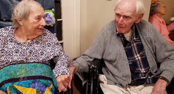 Stati Uniti, coppia sposata da 71 anni: muoiono lo stesso giorno