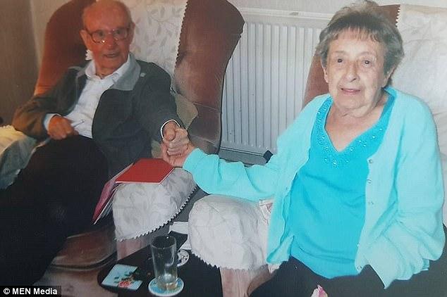 Muore un'ora dopo aver saputo della morte del marito: stavano insieme da 68 anni