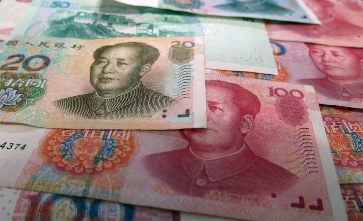 Banche cinesi costrette a disinfettare le banconote per fermare la diffusione del coronavirus