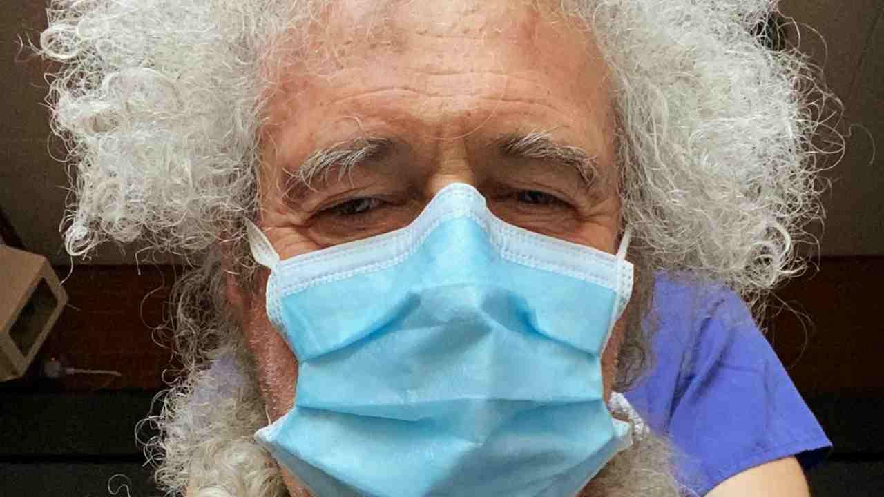 Brian May dei Queen portato d'urgenza in ospedale: incidente domestico