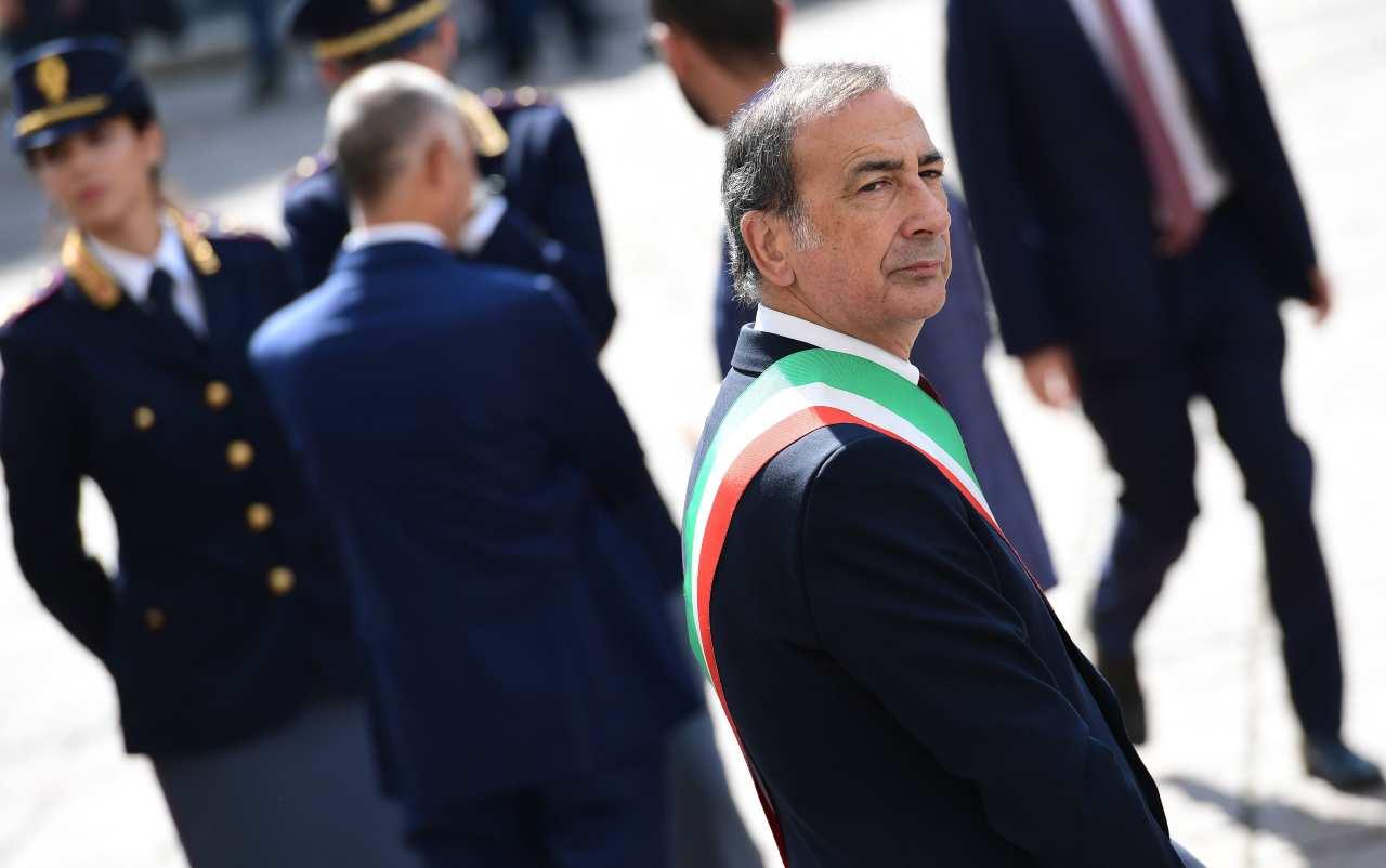 Milano, Sala impone il divieto di bevande alcoliche da asporto dalle 19