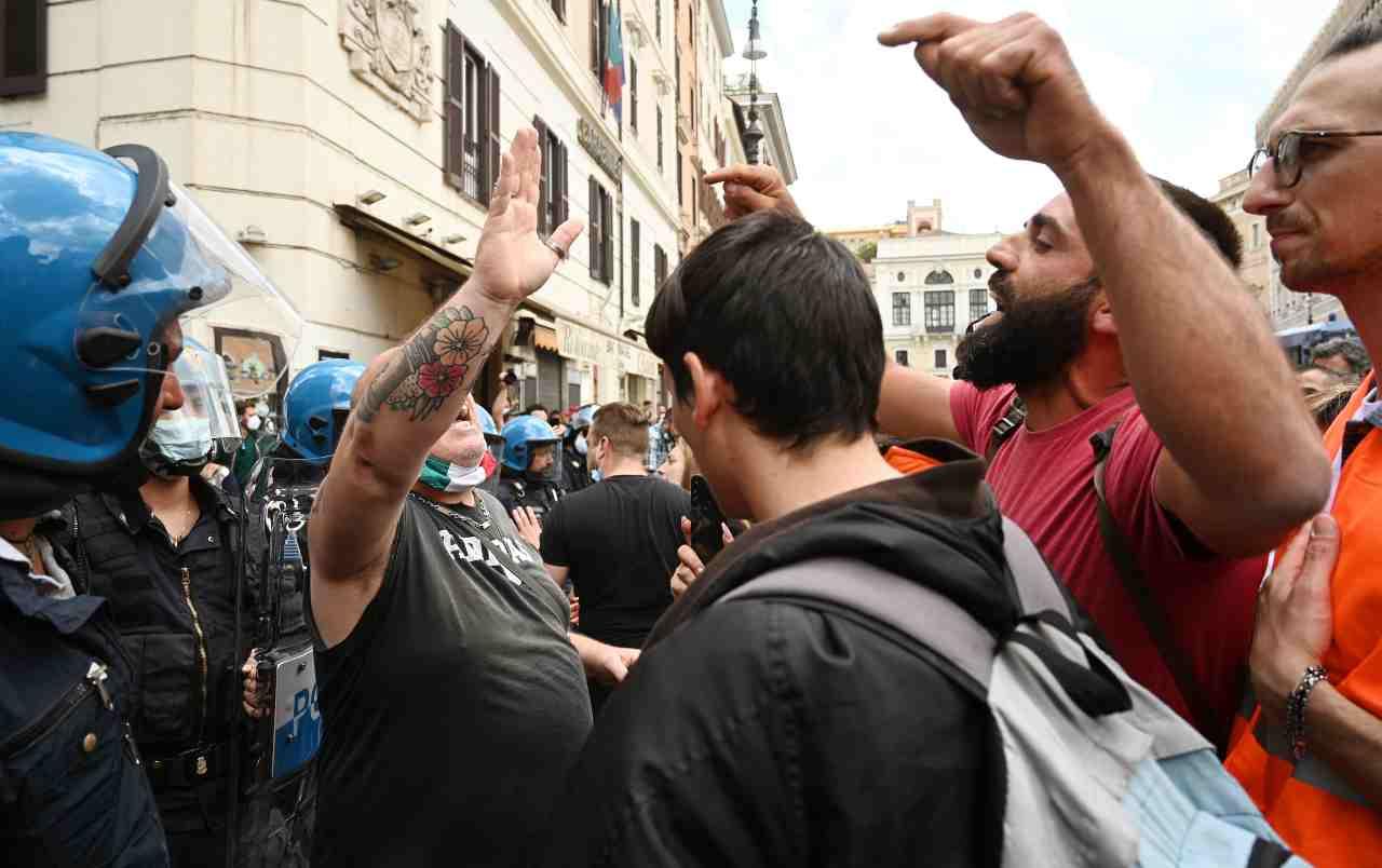 Manifestazione Forza Nuova-ultras: rissa al Circo Massimo – VIDEO