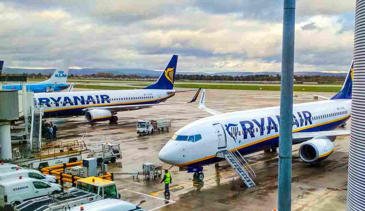Voli low cost in bilico: le compagnie aeree minacciano l'addio all'Italia
