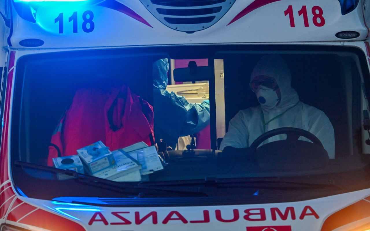 Dramma a Boltiere: muore bambino incastrato nel cassonetto degli abiti usati