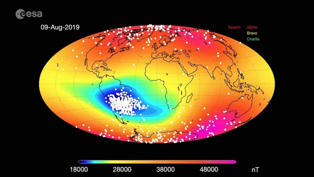 Il campo magnetico terrestre si sta indebolendo: un mistero, per la scienza