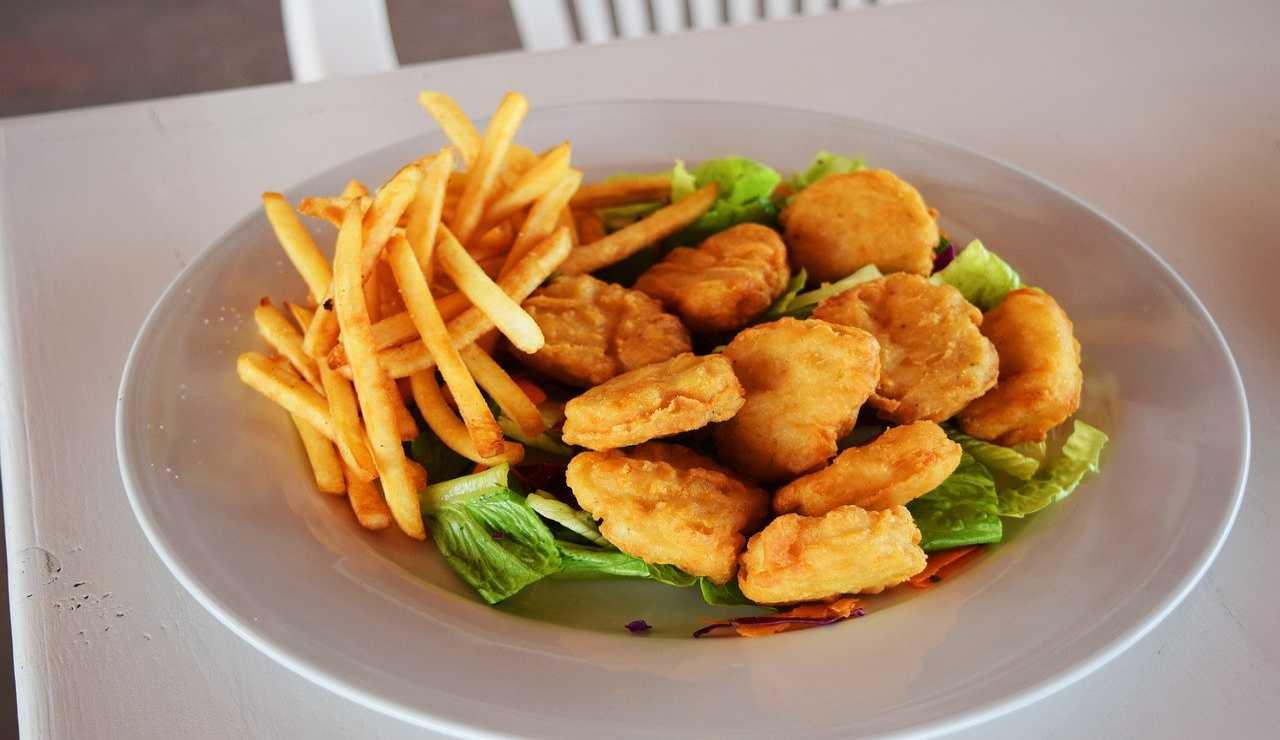 Nuggets di pollo come dal fast food: la ricetta facile e veloce