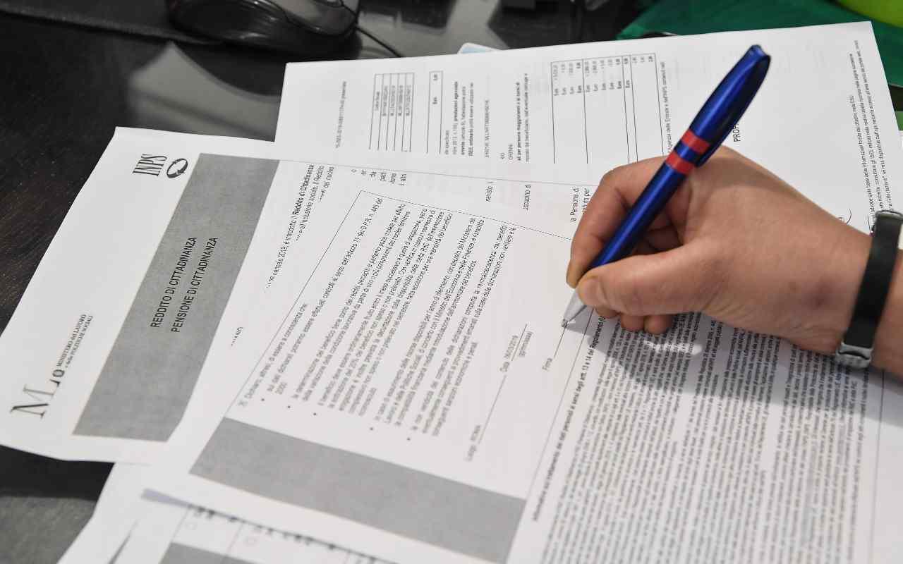 Reddito d'emergenza sale fino a 840 euro: i requisiti