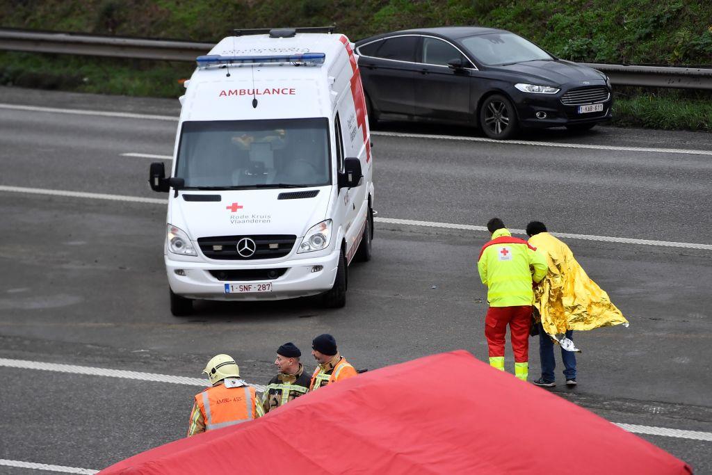 Tremendo incidente tra due auto a Carpiano: 11 feriti, una b