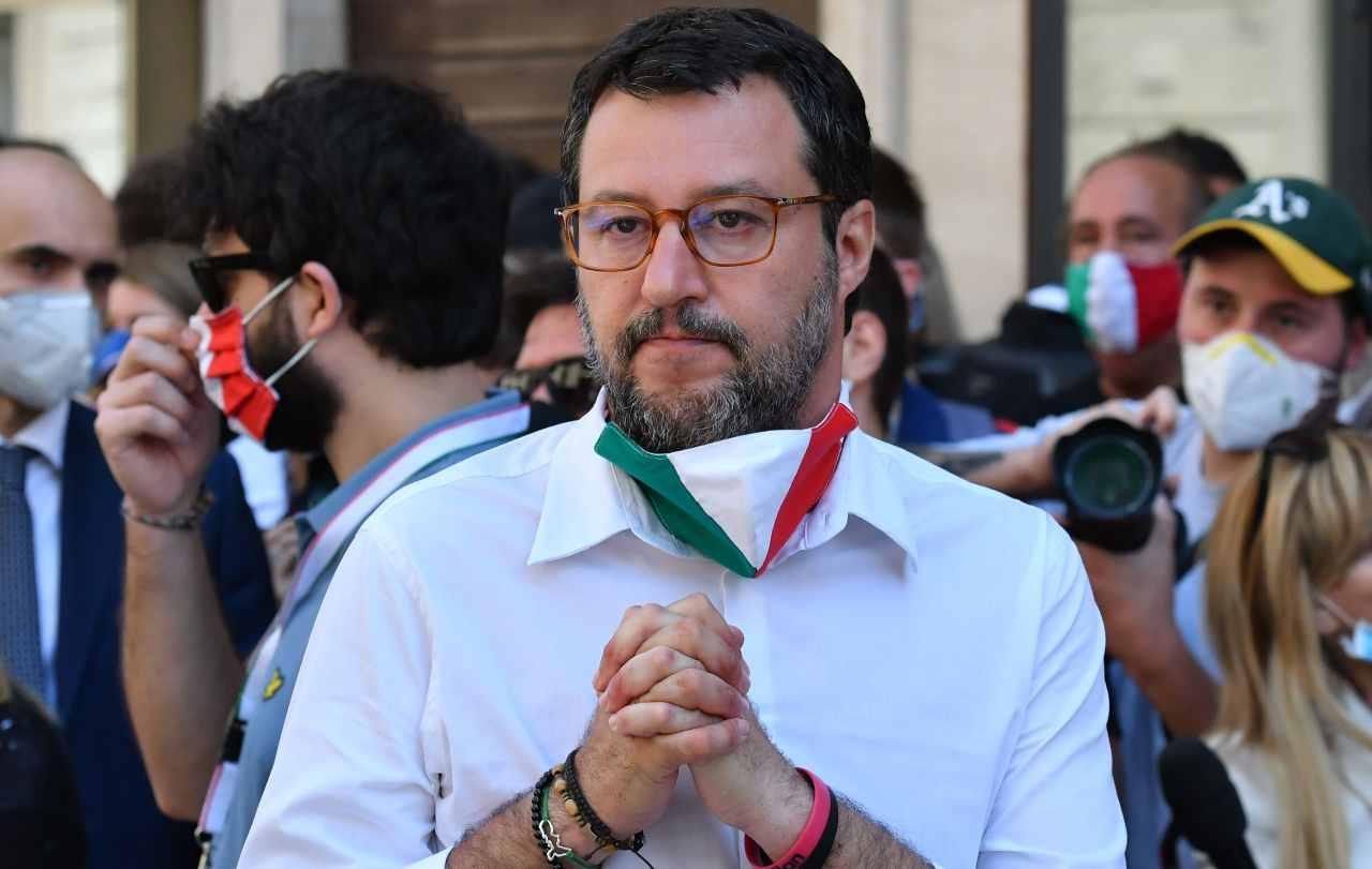 """Salvini: """"Domani vado a Mondragone a trovare gli immigrati"""""""