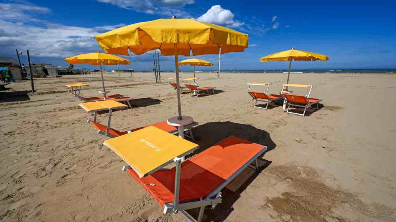 Gli italiani tra coronavirus ed estate: come cambia la vacanza
