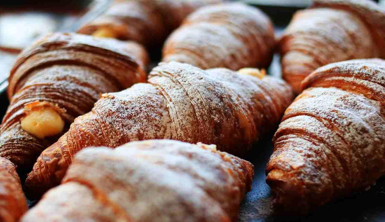 Croissant sfogliati: ottimi per colazione! La ricetta facile
