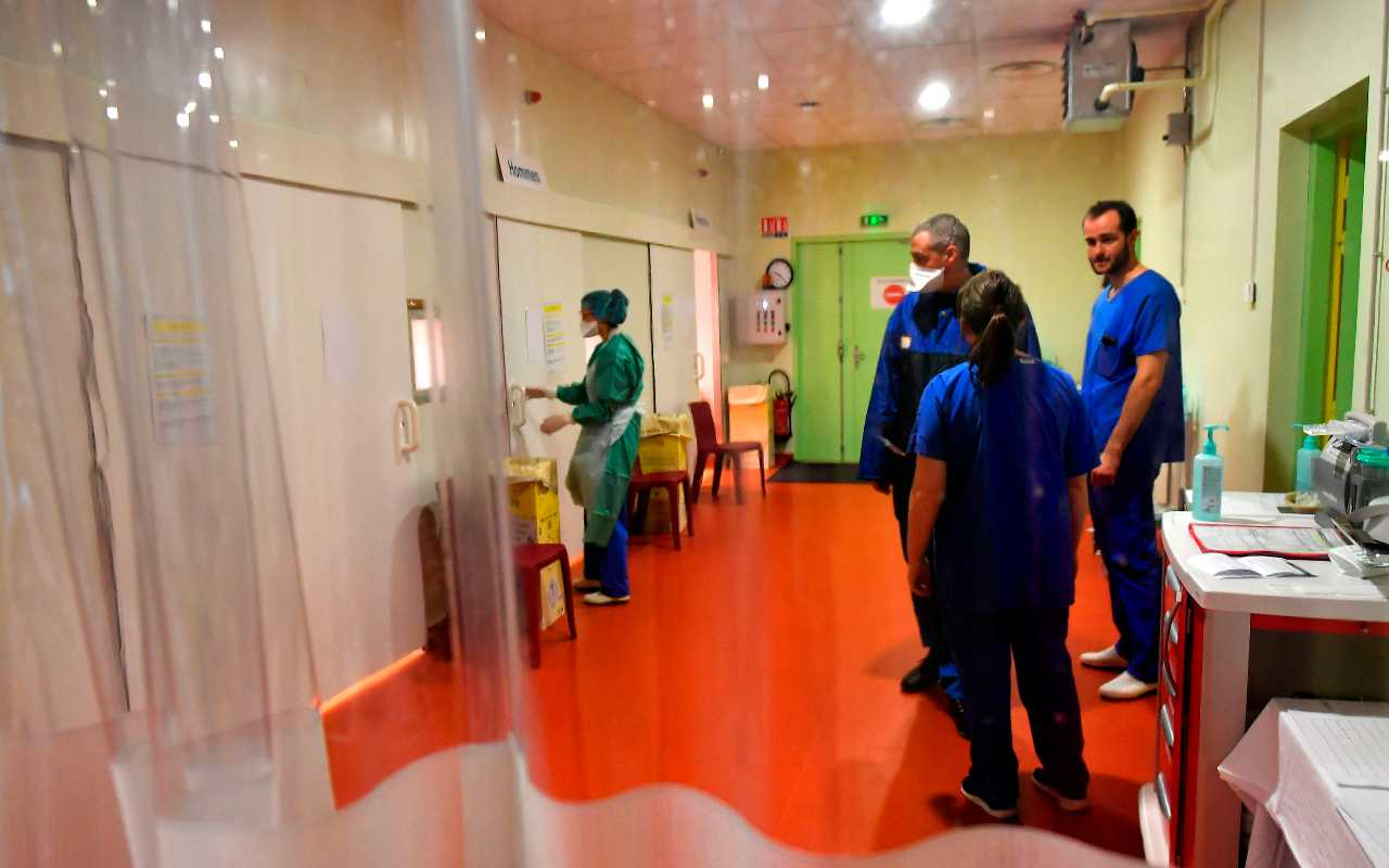 Covid, positiva una parrucchiera. In 70 finiscono in quarantena