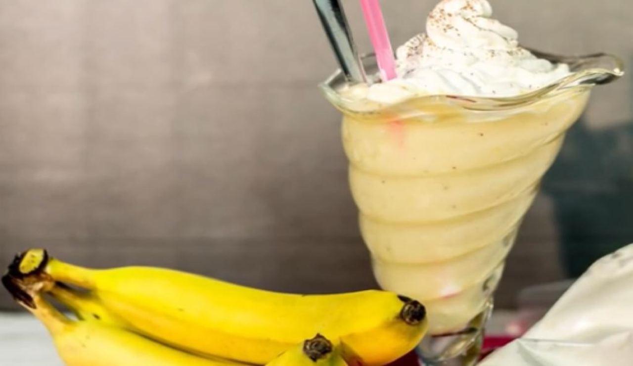 Frappé alla banana: dessert fresco e goloso! La ricetta