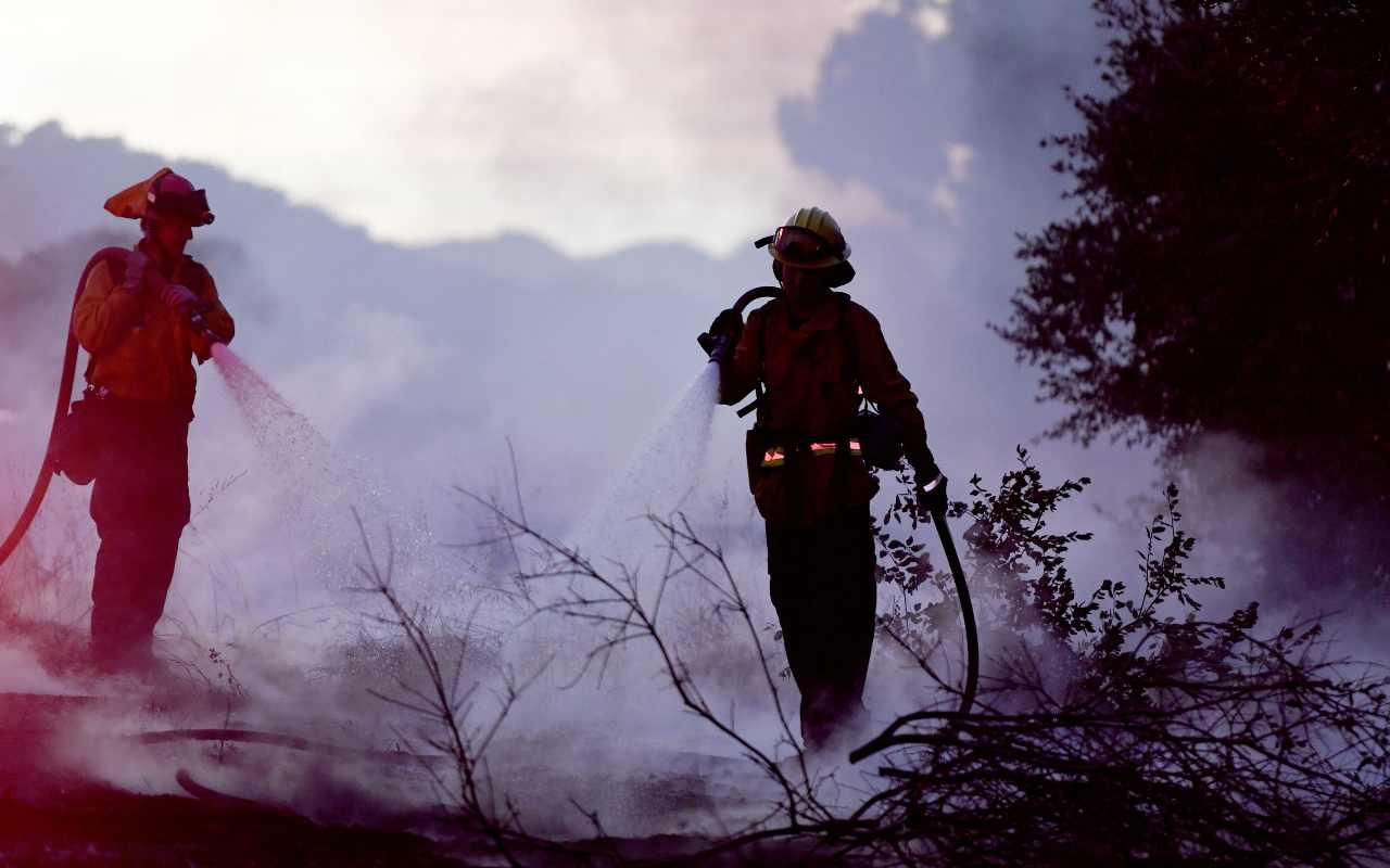 Grave incendio a Messina: distrutti ettari di terreno ed abitazioni in pericolo