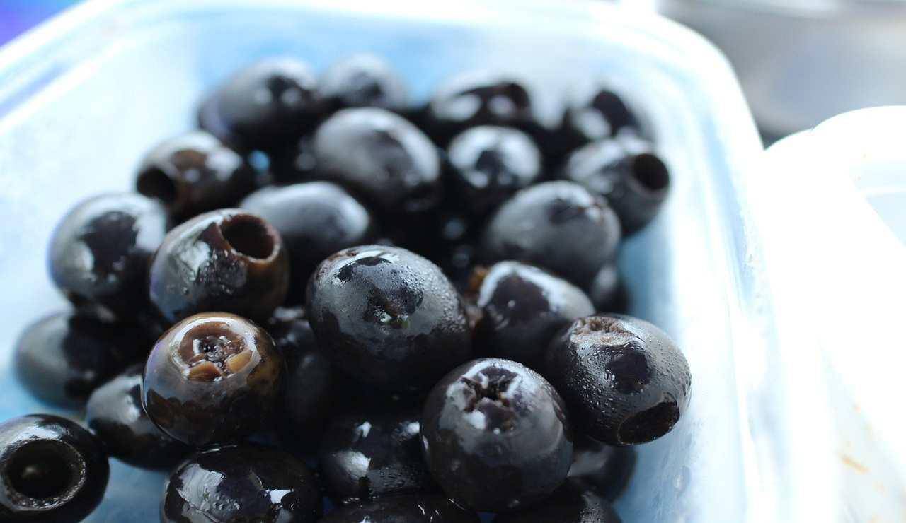 Olive nere per merluzzo alla mediterranea. Ricetta
