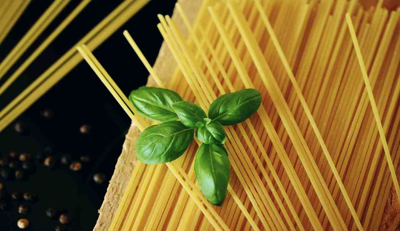 Spaghetti tricolore ricetta