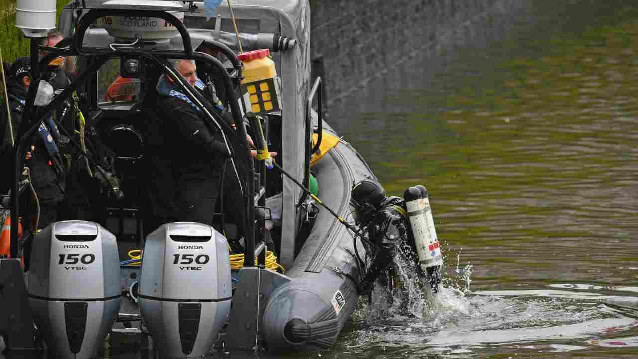 Trento, auto in lago: muore un uomo di 42 anni. Recuperato i