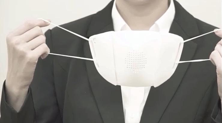 La mascherina per il volto con traduttore automatico incorpo