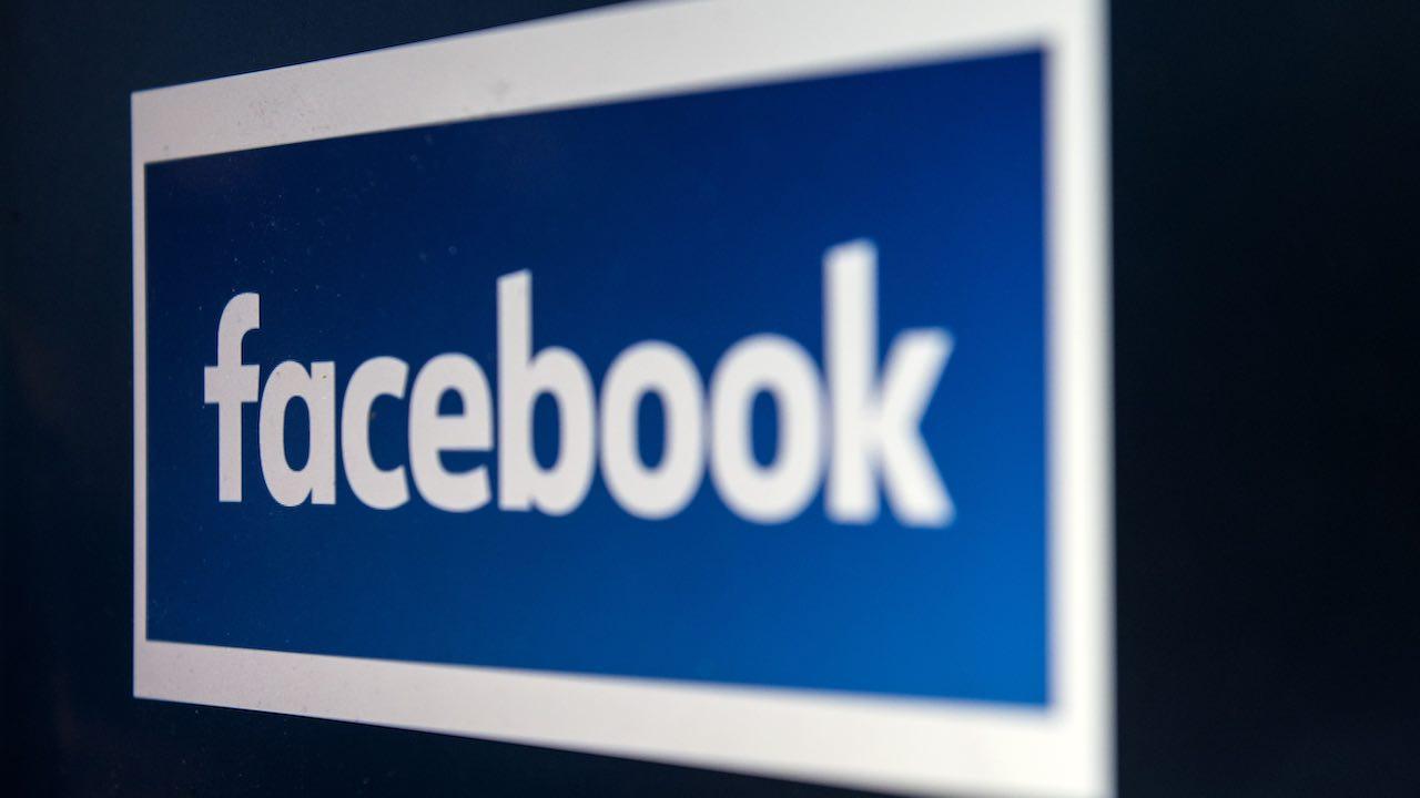 Annuncia il suicidio in diretta Facebook: uomo inglese si to