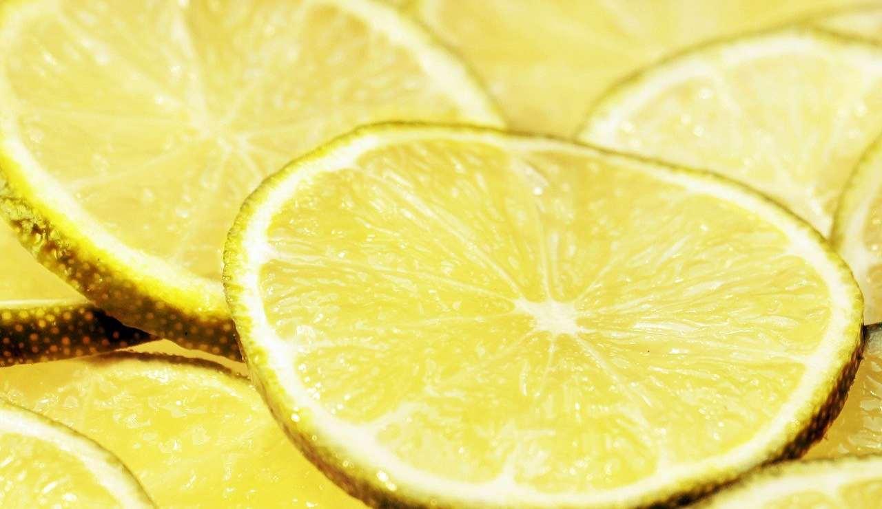 Quadrotti al limone |  dolce pronto in pochi minuti  La ricetta fresca e golosa