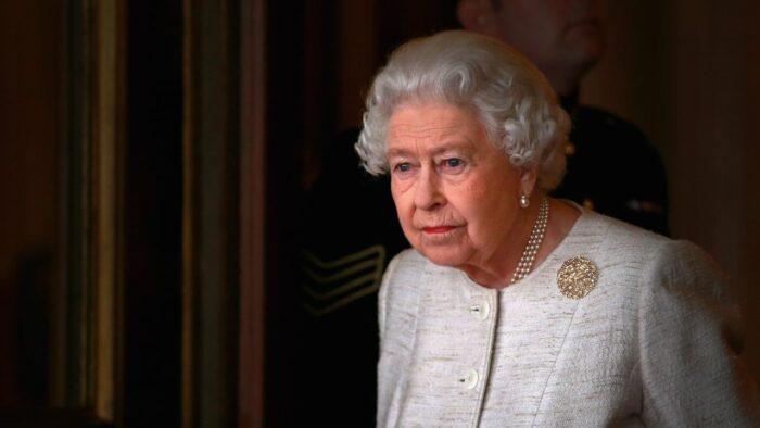 Regina Elisabetta perde corona