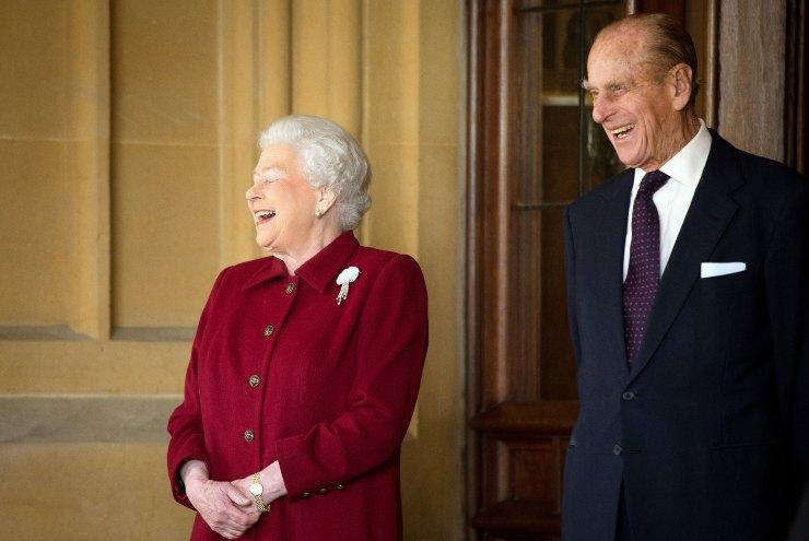 Regina Elisabetta Principe Filippo crisi