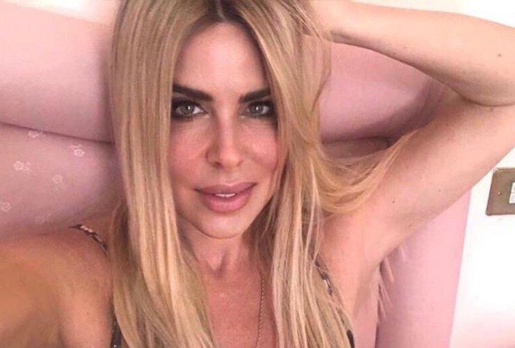 Loredana Lecciso al bano conferma estasi