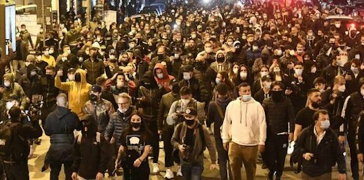 Napoli - rivolta contro De Luca