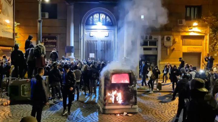napoli scontri aggressione giornalista paolo fratter sky tg24