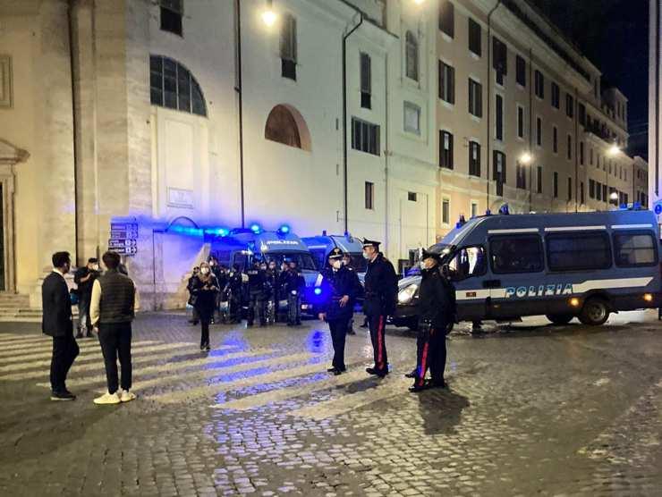 Polizia in Piazza del Popolo