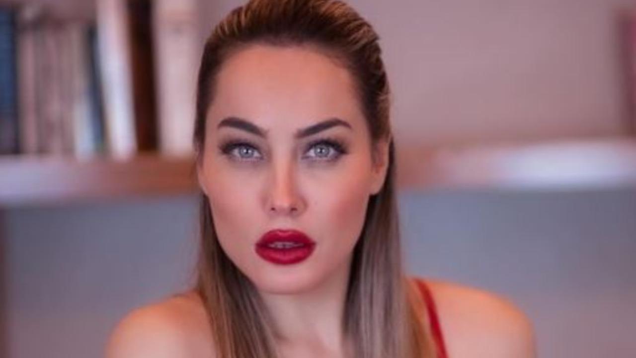 Paola Saulino completamente a nudo: manda tutti a quel