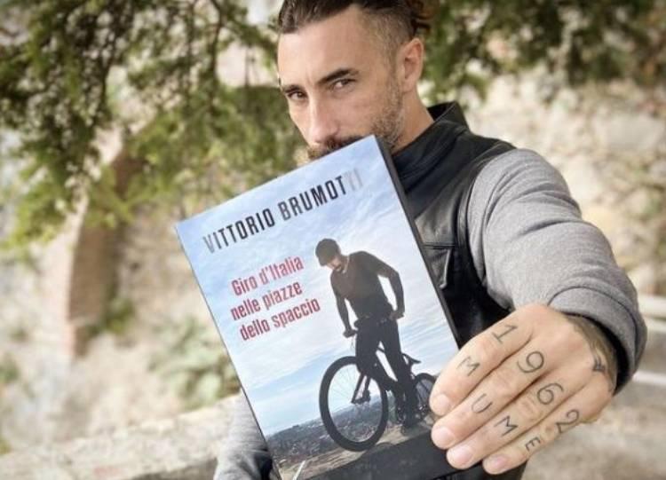 Vittorio Brumotti, libro