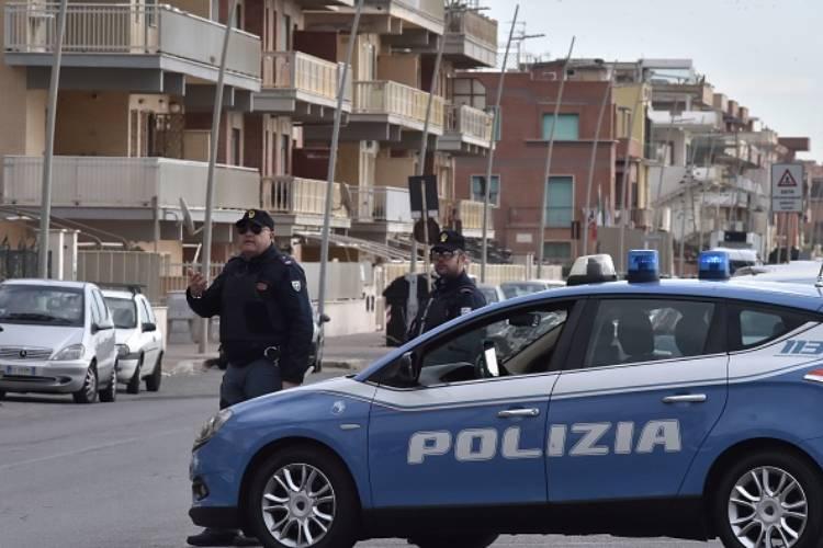uomo accoltellato monza indagini polizia