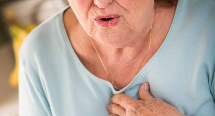 Anziana spaventata infarto