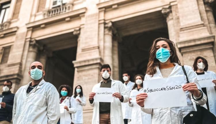 Medici specializzandi davanti la sede del Miur, Roma (foto di Matteo Mancino)