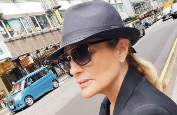 Heather Parisi  cappello strada