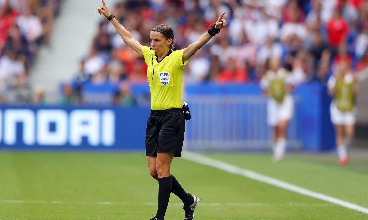 Stephanie Frappart Arbitro Donna
