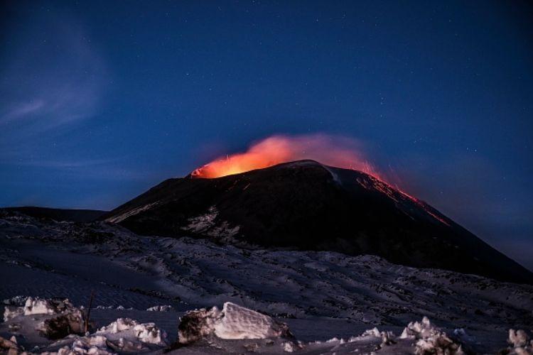 etna eruzione colata lavica catania cenere