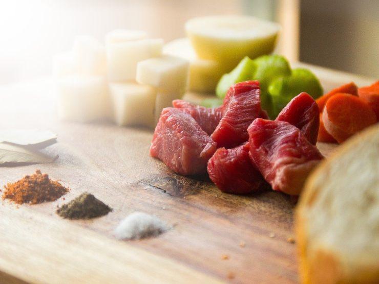 carne per ricetta gulash