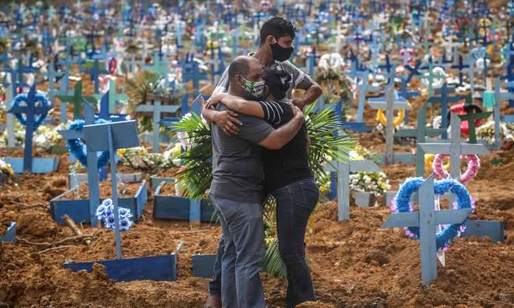 Covid Nuovo Record Decessi Abbraccio Famiglia Brasile