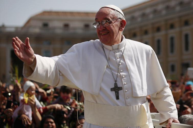 Papa Francesco decisione su coppie gay