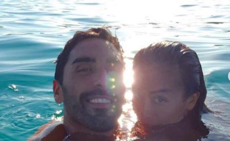Giorgia e Filippo Magnini in acqua