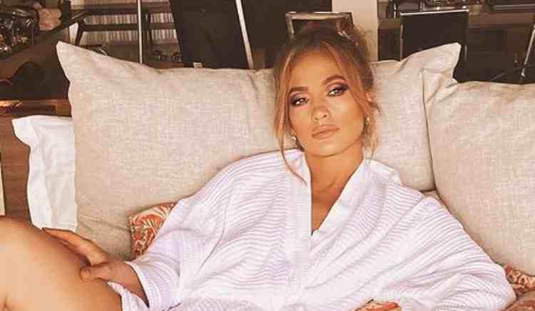 Jennifer Lopez Sorriso Panataloni Strappo