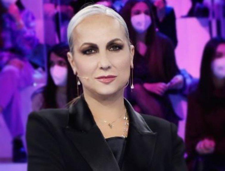 Alessandra Celentano annuncio guanto di sfida