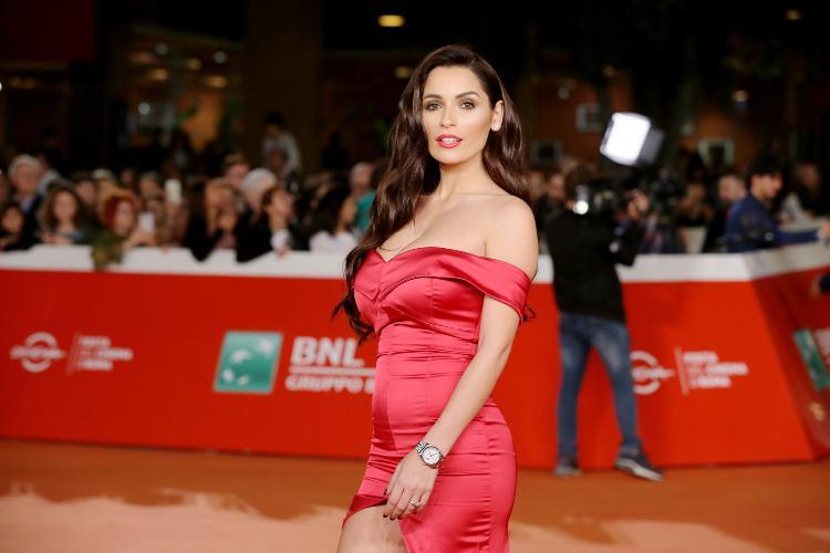 Alessia Macari in abito da sera rosso