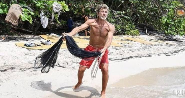 Brando durante la sua avventura sull'Isola