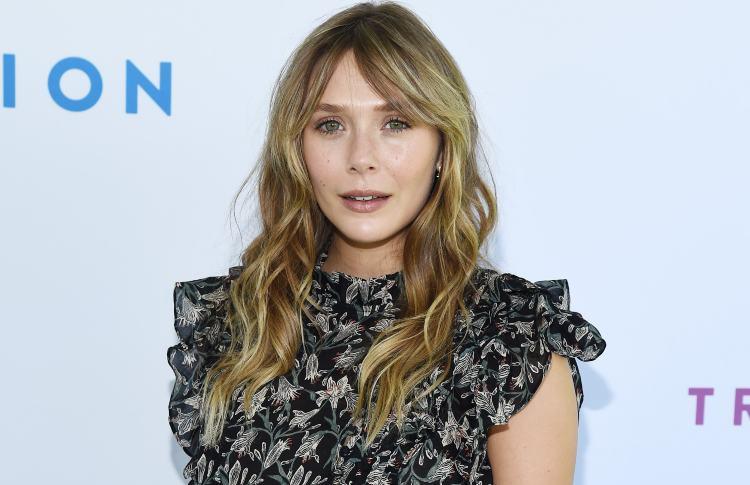 Elizabeth Olsen in primo piano