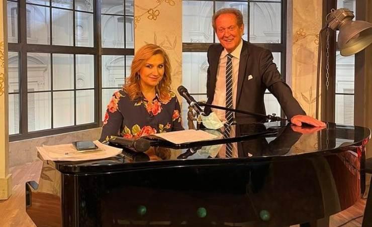 Memo Remigi e Serena Bortone al pianoforte